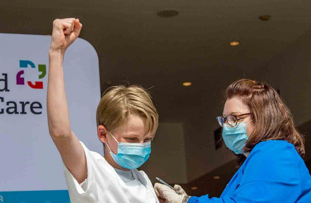 FOTO: vacunación a menores de edad en Estados Unidos (AFP).