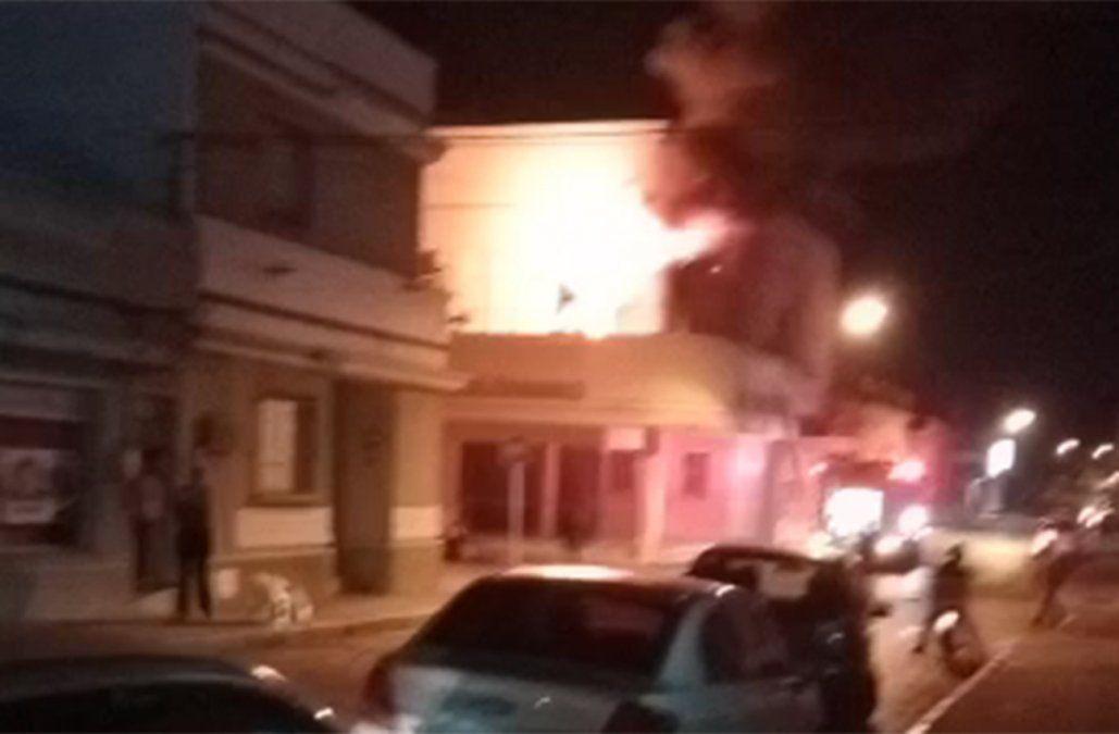 Incendio afectó el Teatro 28 de Febrero de Mercedes
