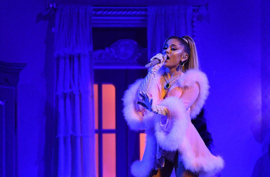 Ariana Grande se casó con el agente inmobiliario de lujo Dalton Gomez