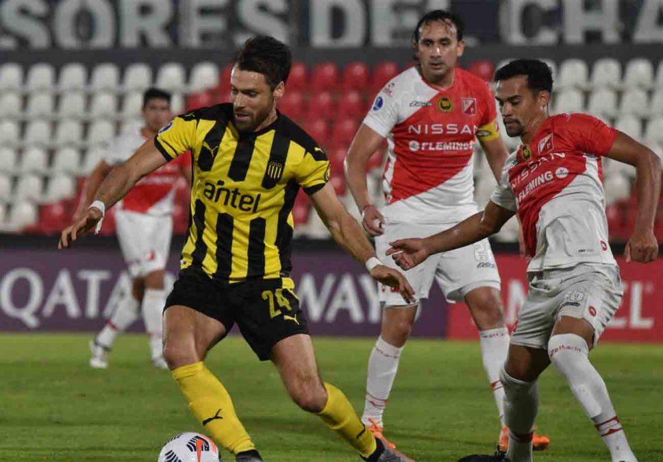Peñarol perdió el invicto en Sudamericana ante River de Paraguay y debe ir a Perú a clasificar a octavos