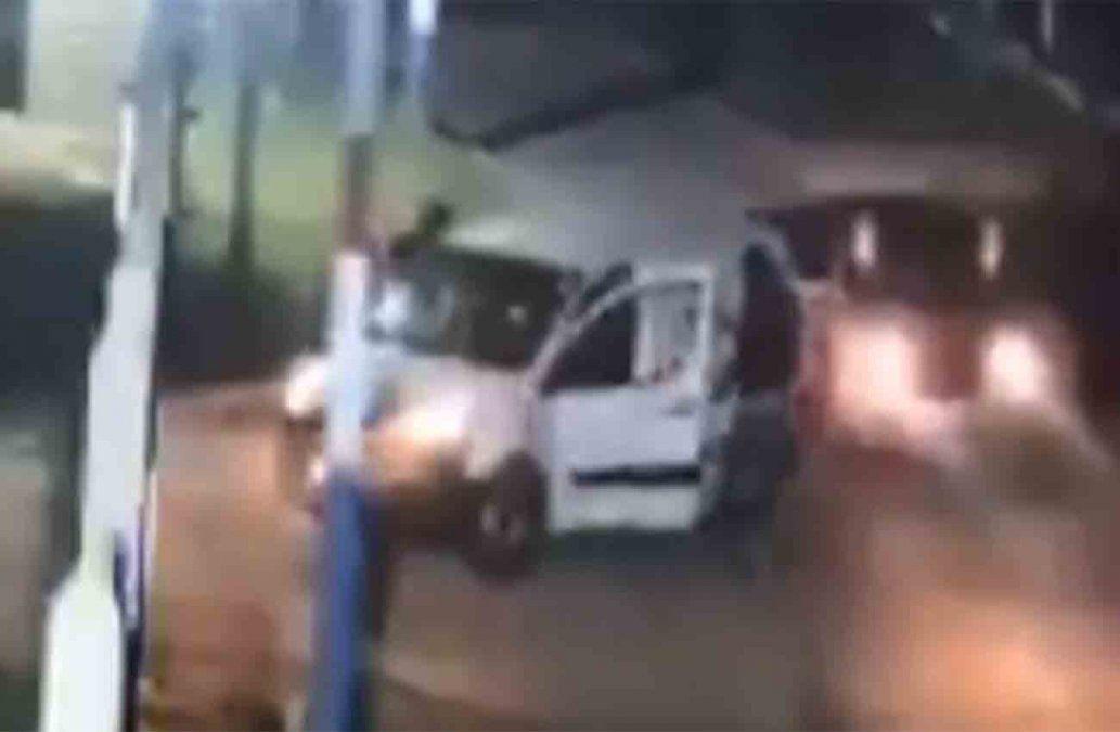 Robaron a mano armada una camioneta con la indumentaria de Nacional