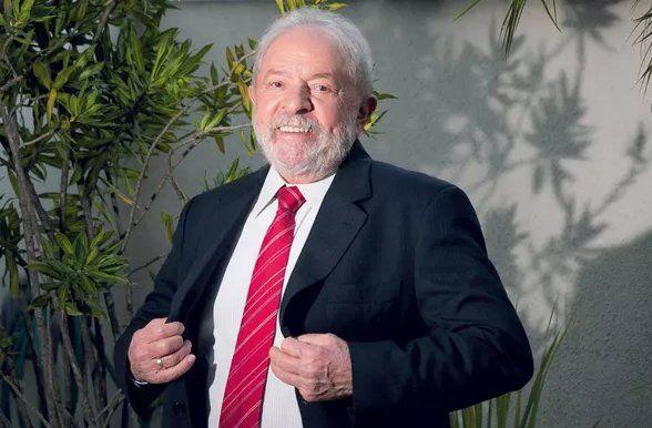 Lula posa para París Match. La entrevista fue publicada el 10 de mayo semanas después de que la justicia lo absolviera de acusaciones de corrupción.
