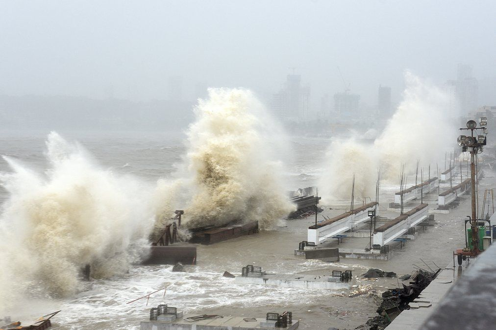 El ciclón Tuktae azota la costa en Mumbai generando vientos feroces y amenaza con una tormenta destructiva