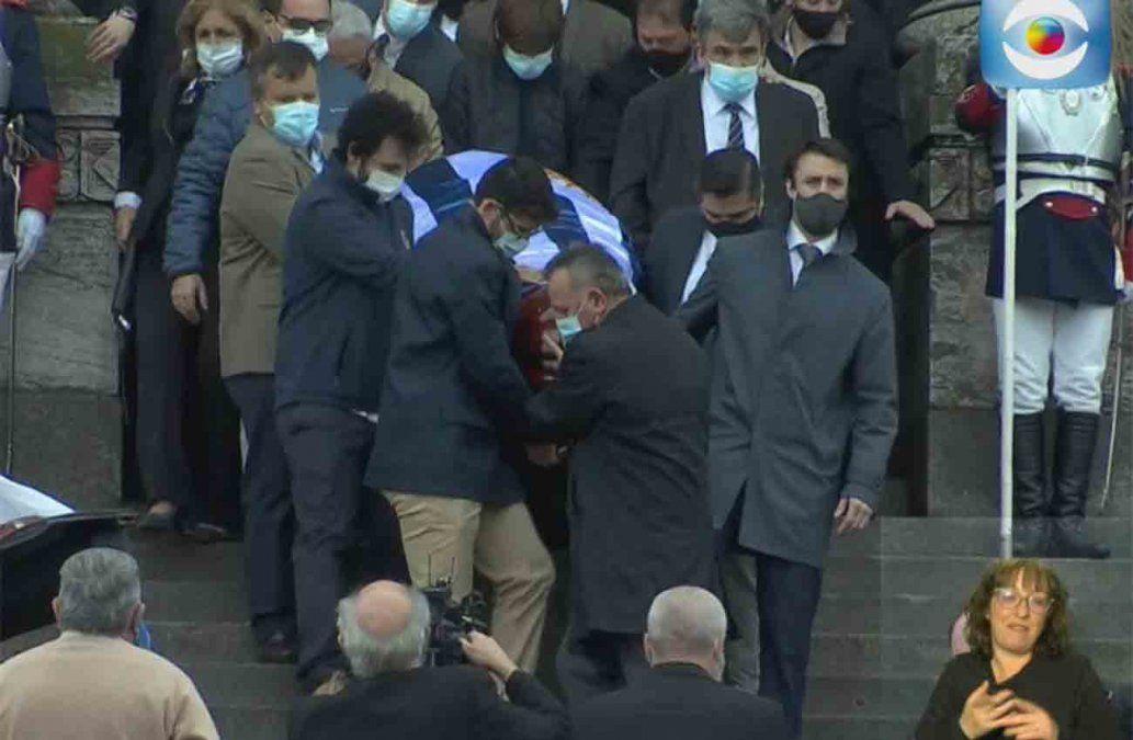 Paysandú le da el último adiós a Jorge Larrañaga: caballería por la ciudad y honras fúnebres con el presidente en primera fila