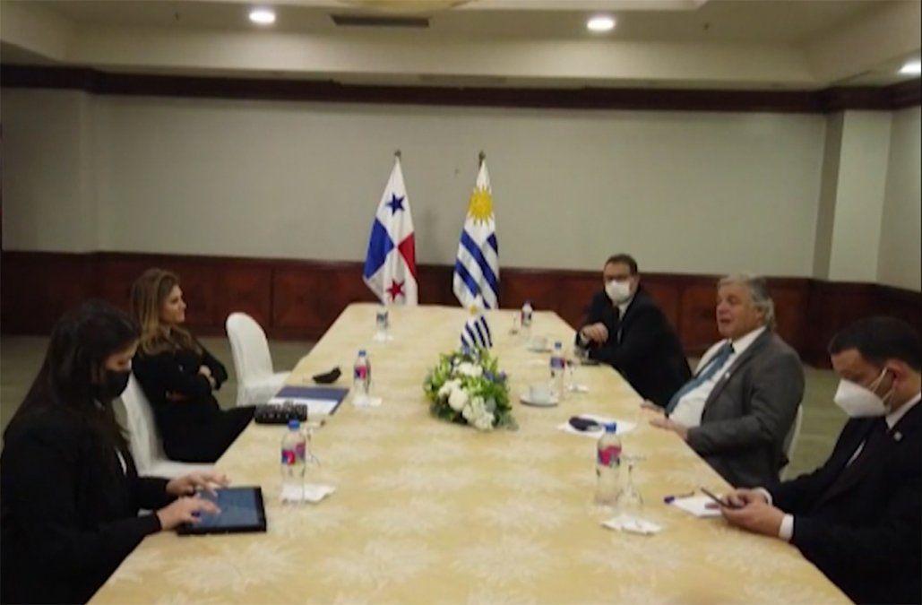 Bustillo representó a Uruguay en la asunción de Lasso en Ecuador