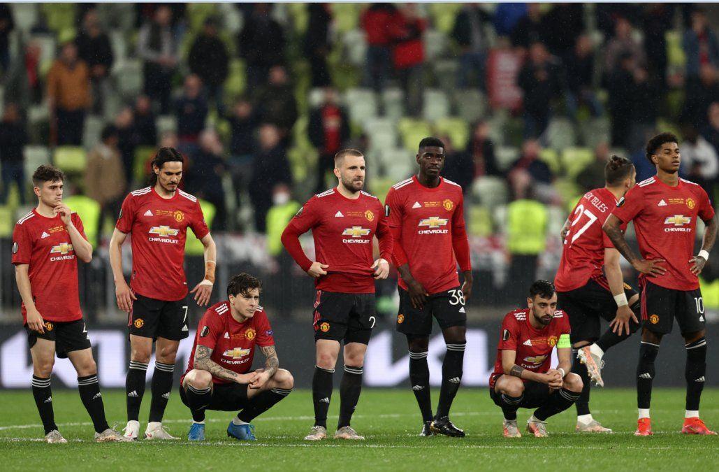 Cavani cumplió, hizo un gol y anotó su penal, pero perdió la final de Europa League