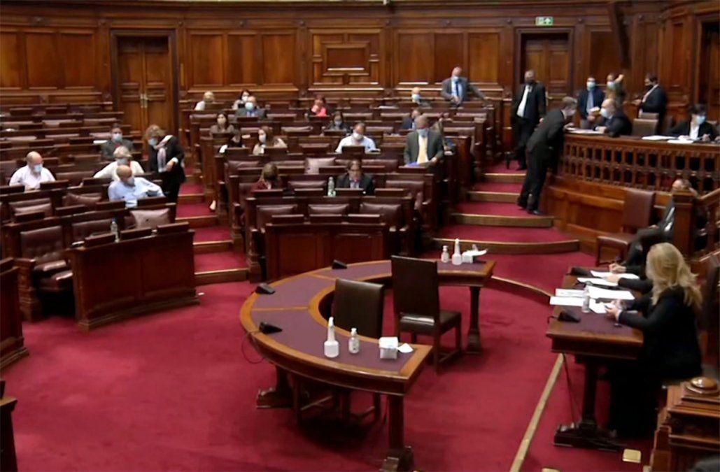 Diez diputados que estaban en cuarentena tras caso de Covid en sala dieron negativo