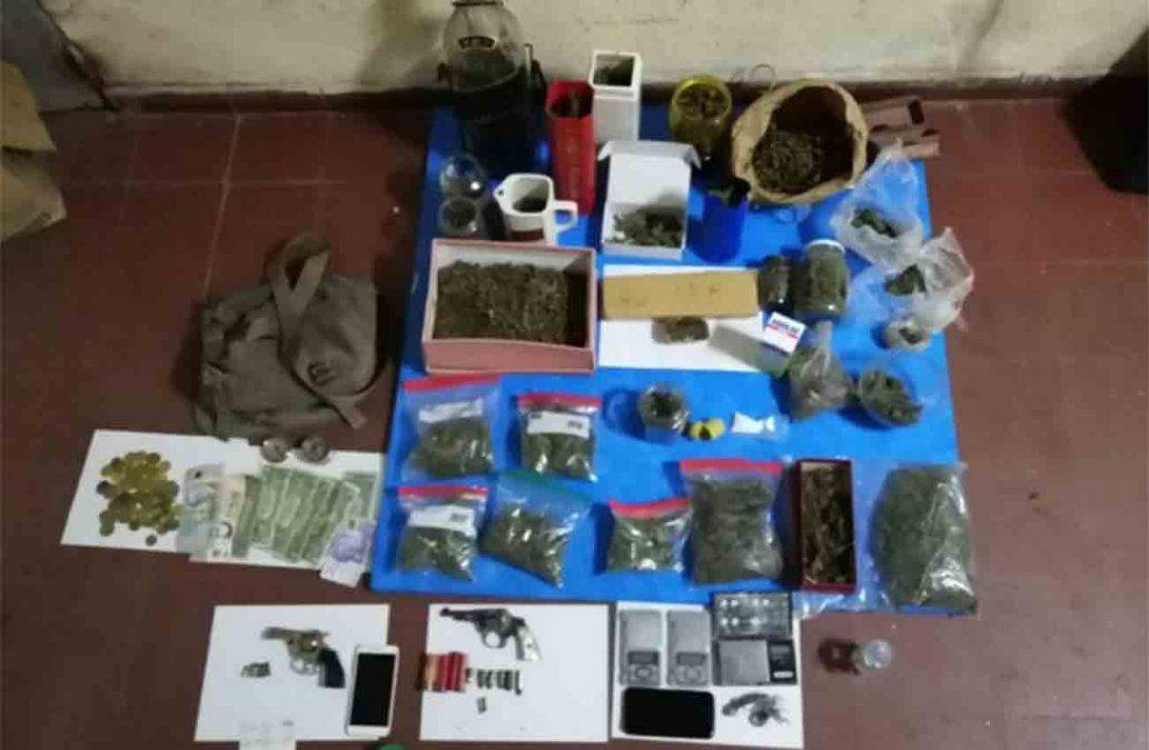 Tres detenidos y dos kilos de marihuana incautados en allanamientos simultáneos