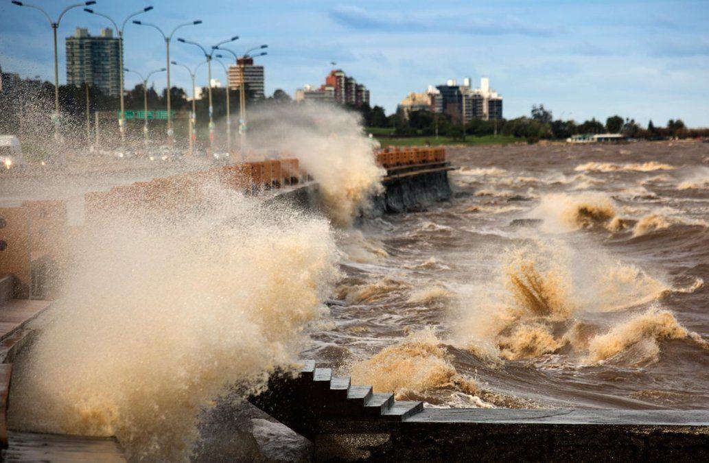 Frío y con vientos de hasta 60 km/hora en Montevideo