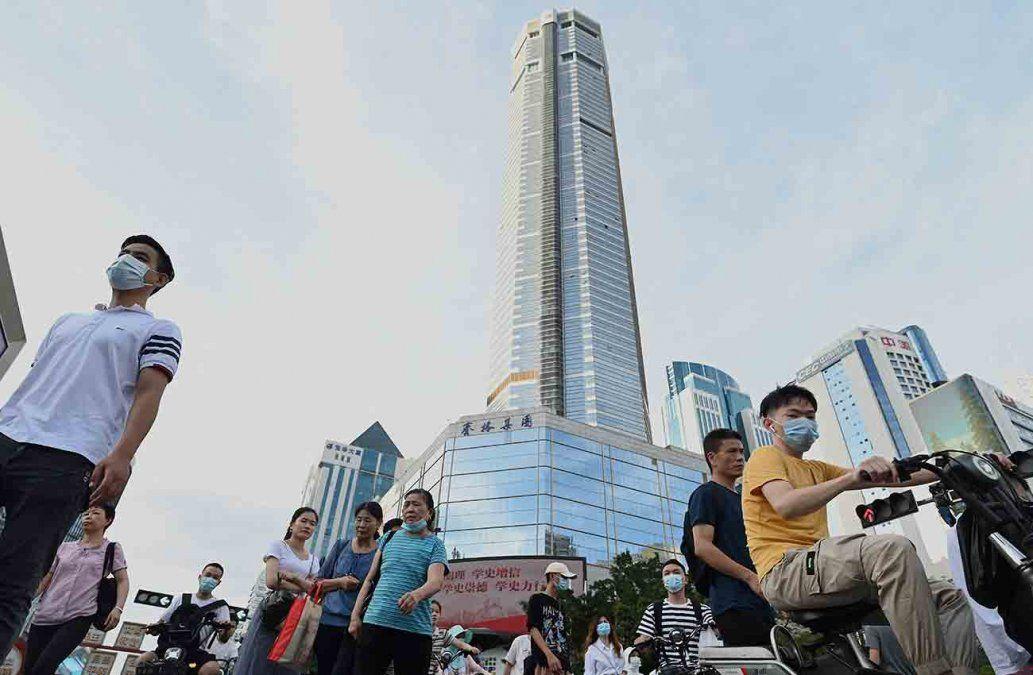 China autoriza tener tres hijos por familia para reactivar natalidad