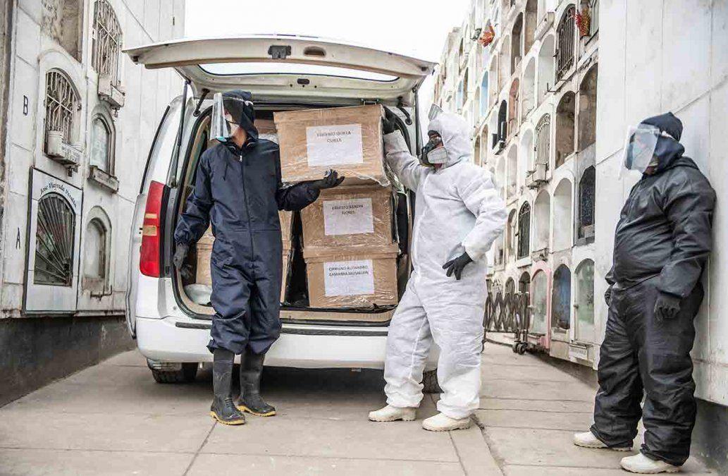 Perú registra mayor tasa mundial de muertes por covid-19 tras revisar cifras de fallecidos