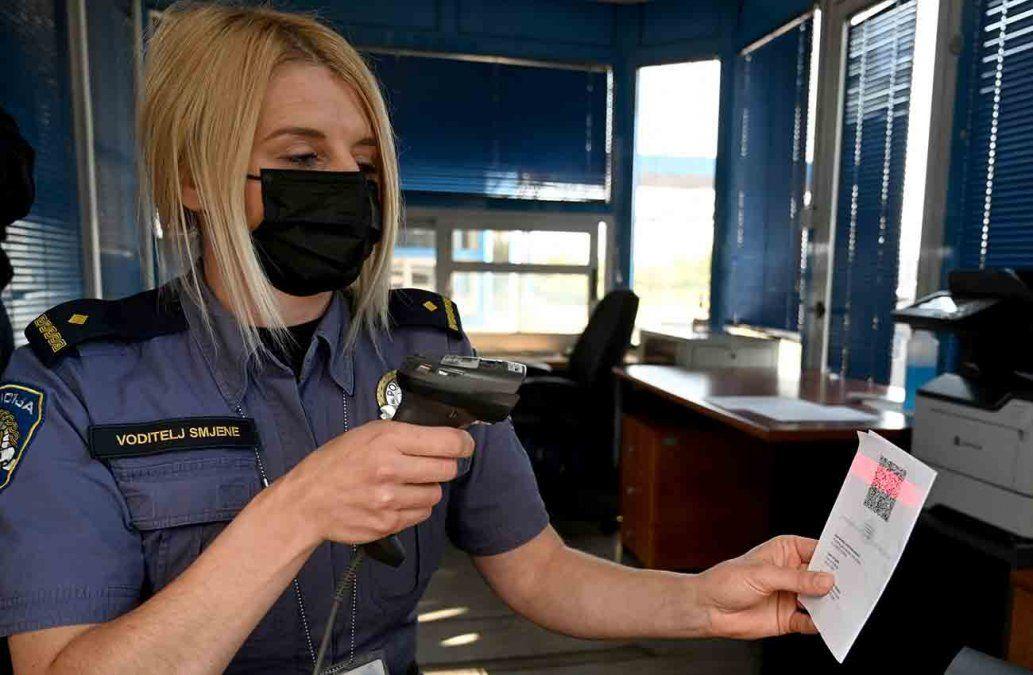 Siete países de Europa comenzaron a utilizar el pasaporte covid