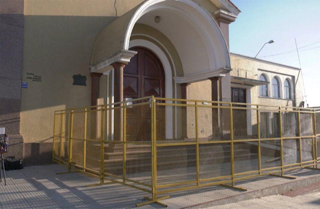 Capilla vallada y pocos fieles en Florida a cumplir promesas a San Cono