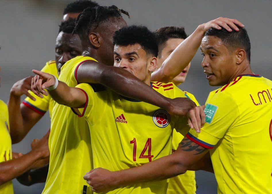 Sin James, Colombia goleó 3-0 a Perú en Lima por la clasificatoria a Catar-2022