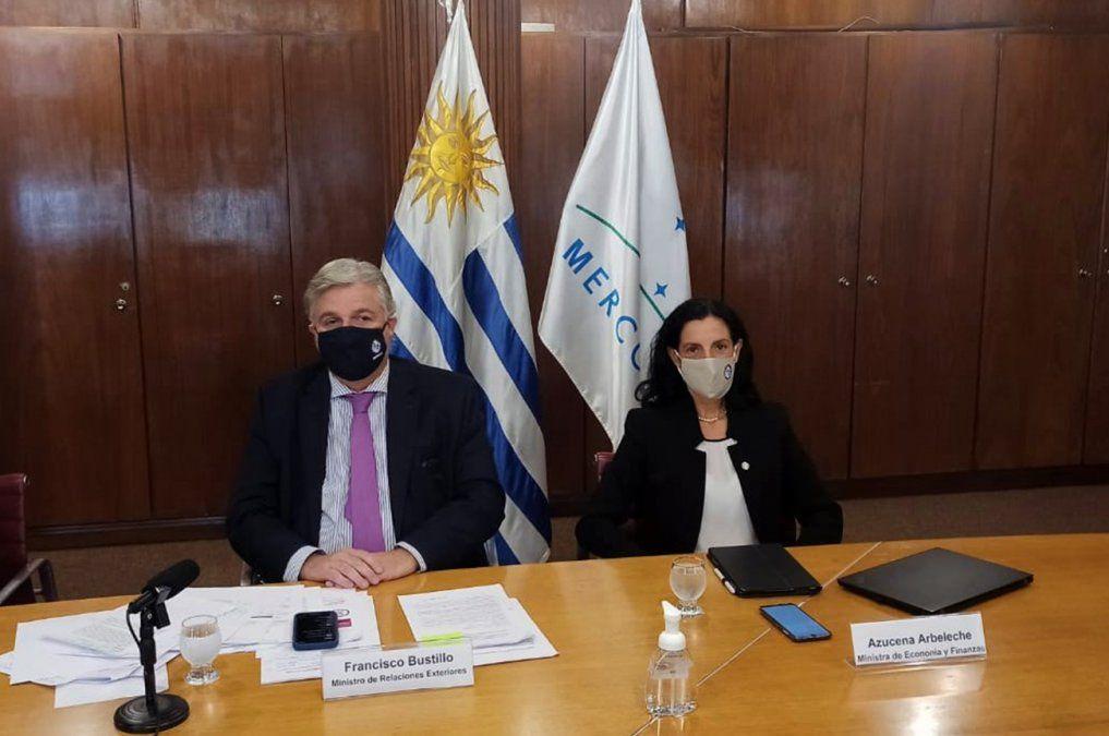Canciller Francisco Bustillo y ministra de Economía Azucena Arbeleche en reunión del Mercosur.