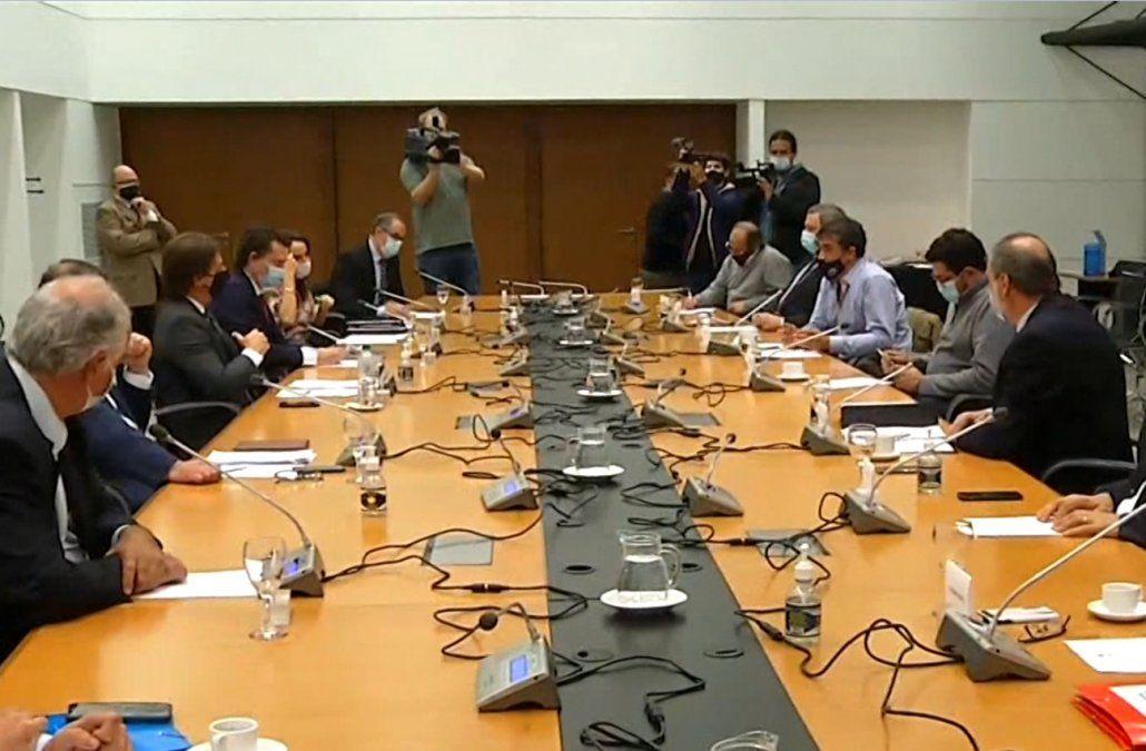 Lacalle Pou recibió a senadores del Frente Amplio (y otros partidos) en Torre Ejecutiva.