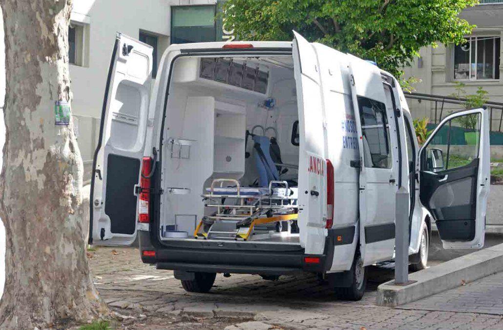 Dos pacientes fallecieron mientras esperaban en una ambulancia a ser internados