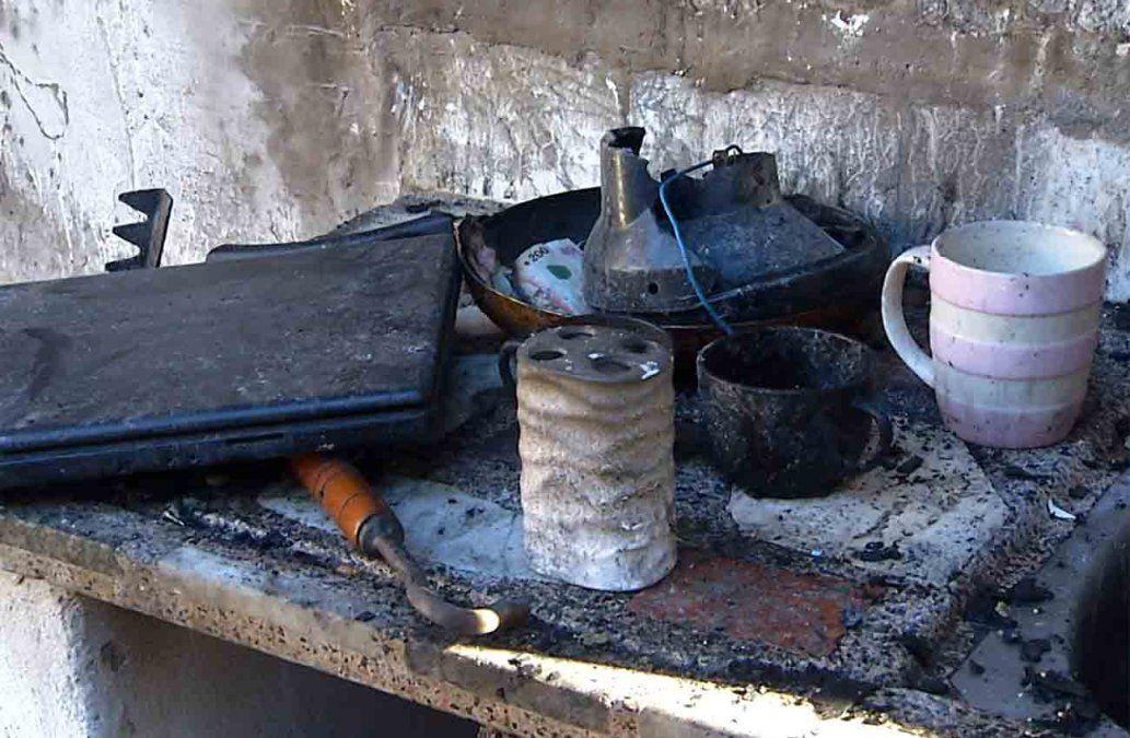 Incendio en un asentamiento dejó a dos familias sin nada