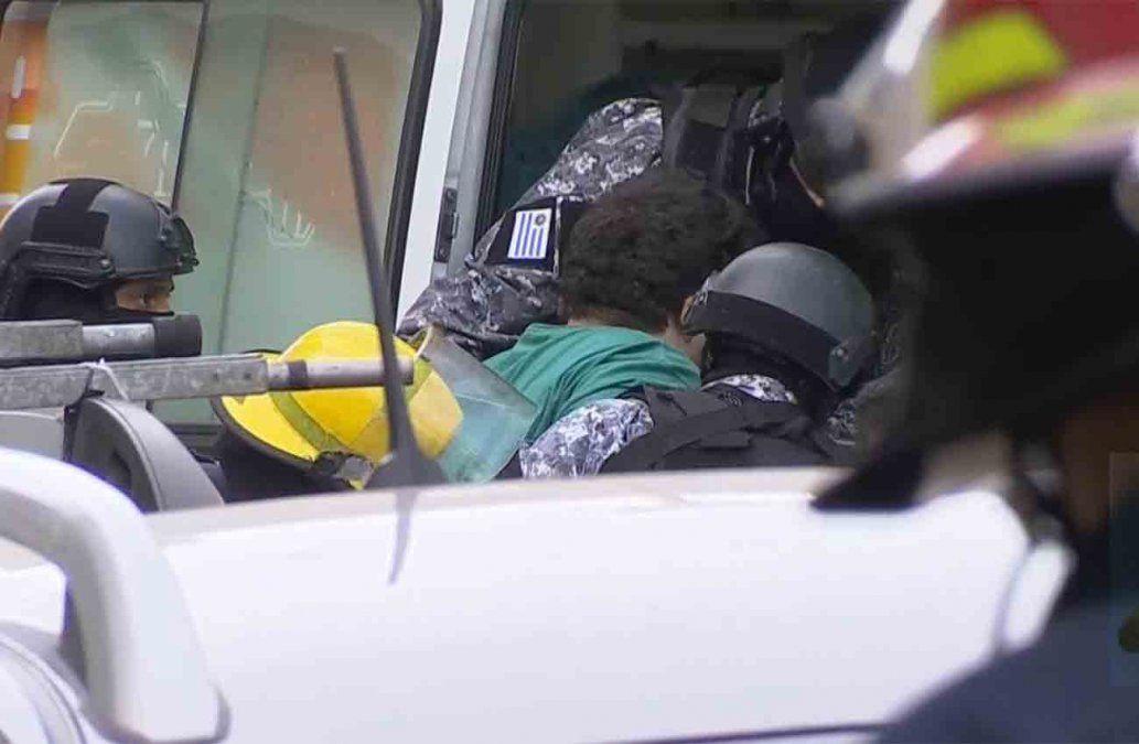 Fue detenido y trasladado en ambulancia el hombre que se atrincheró en su casa del Cordón