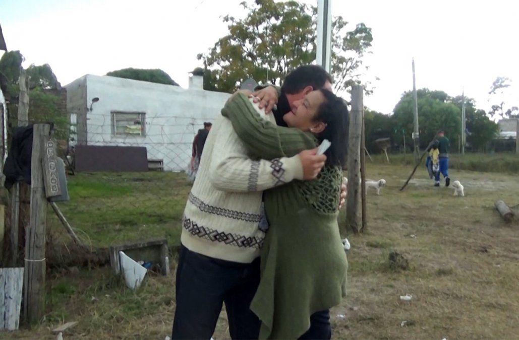 Madre e hijo se reencontraron 46 años después; la mujer asegura que le robaron su bebé en dictadura
