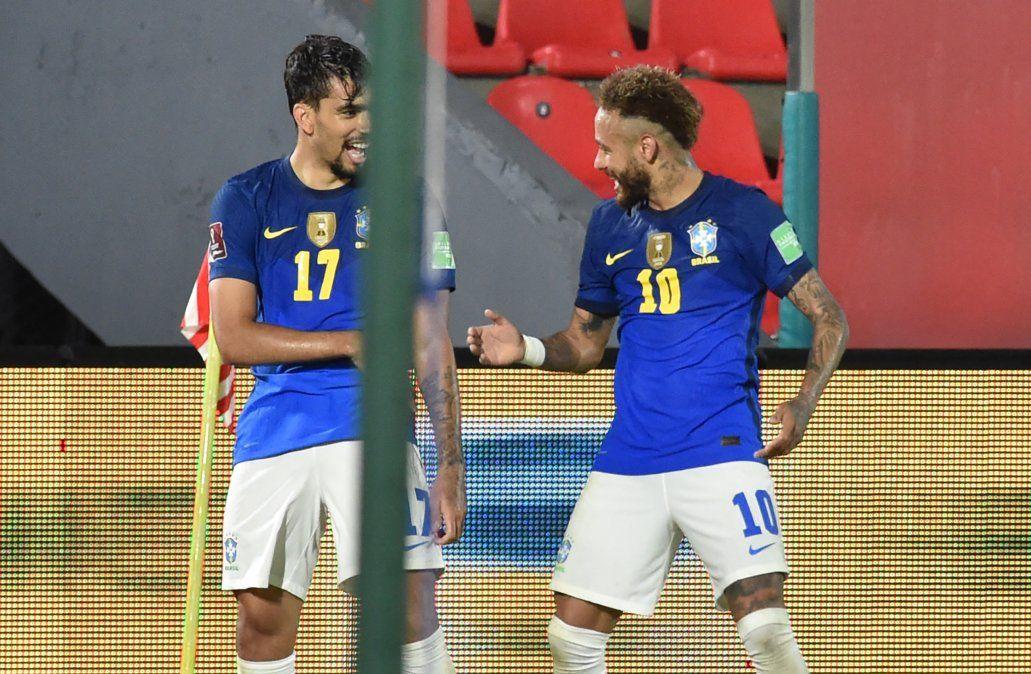 Con un Neymar iluminado, Brasil vence 2-0 a Paraguay y sigue su marcha perfecta