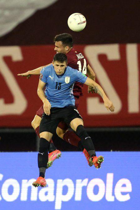 Uruguay sin ideas empata otra vez 0 a 0 y Venezuela lo celebra pese a ser local