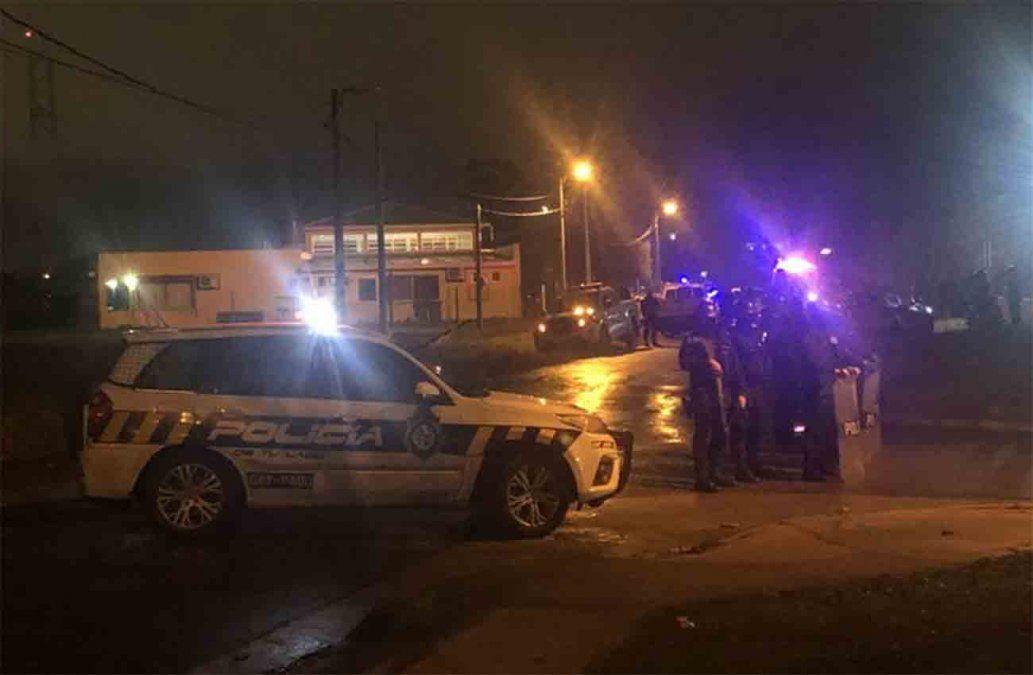 Un delincuente abatido y otro herido tras intentar robarle a un policía