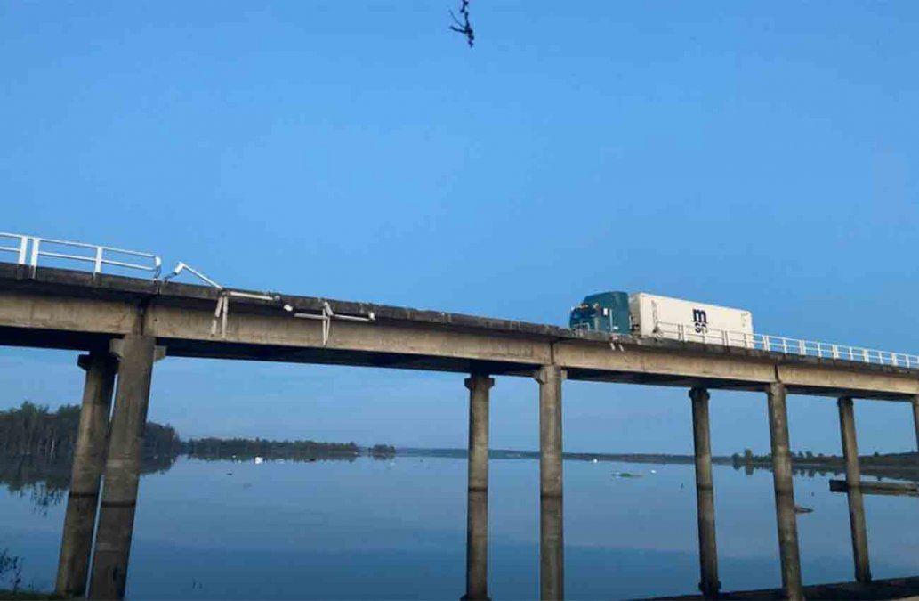 Camión cayó al Río Negro desde un puente sobre ruta 3
