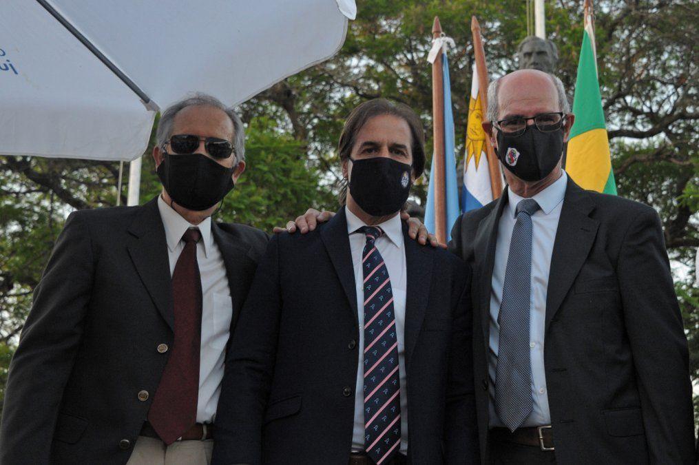 El presidente rodeado del intendente Pablo Caram y el alcalde William Cresseri
