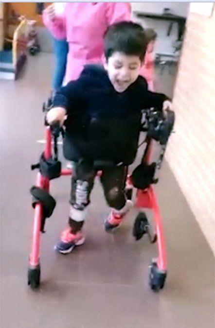 Emanuel necesita ayuda para hacer un tratamiento en EE.UU. y volver a caminar