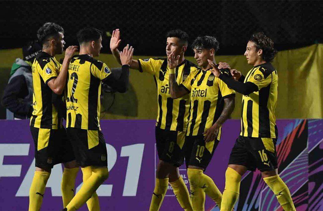 Peñarol y Rentistas se enfrentan en el Campeón del Siglo, en la 5a fecha del Torneo Apertura