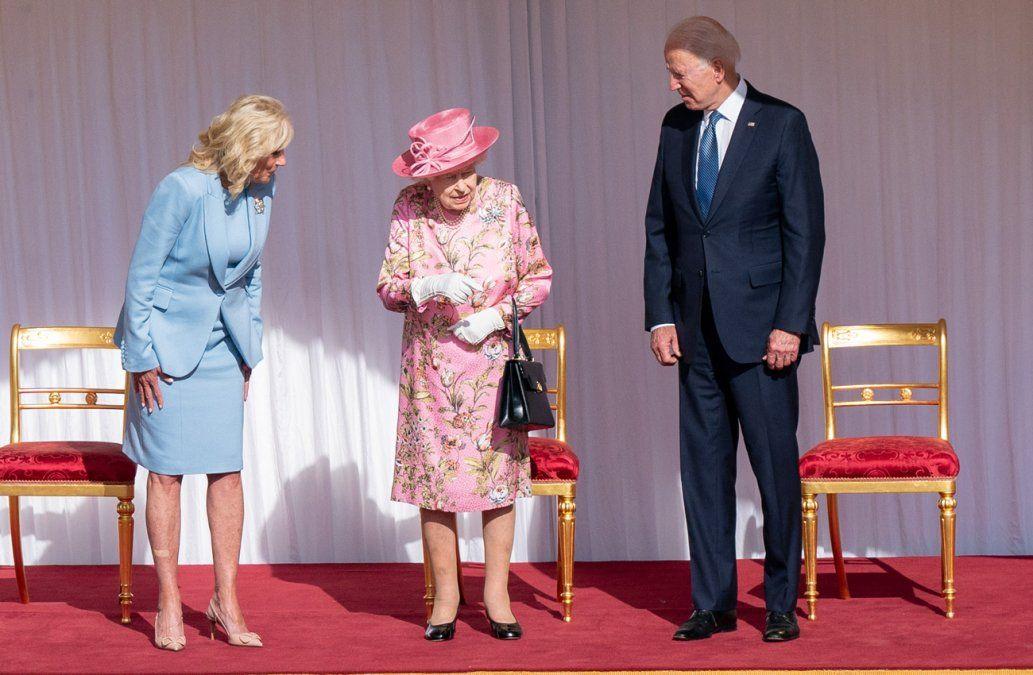 La reina Isabel II recibe a Joe Biden y su esposa