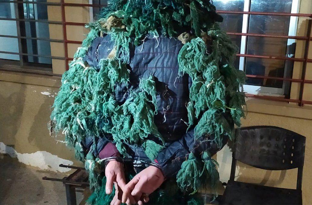 Recluso intentó fugar del Penal de Libertad camuflado como un árbol