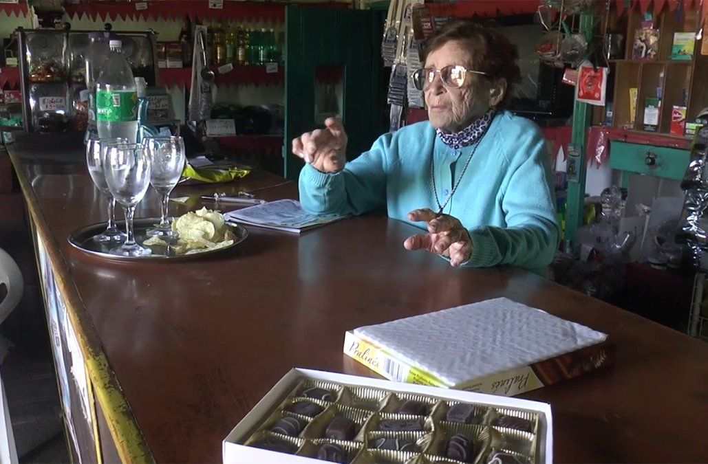 La historia de Doña Beba, cumplió 100 años y desde hace 61 atiende su almacén