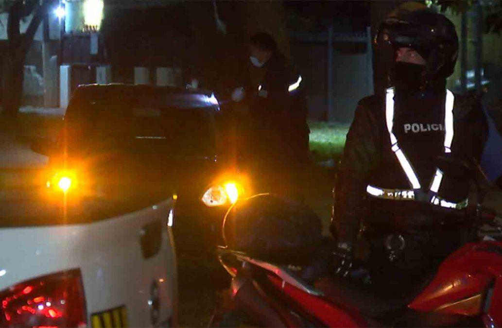 Policía baleó a dos delincuentes que intentaron rapiñarlo y uno está grave
