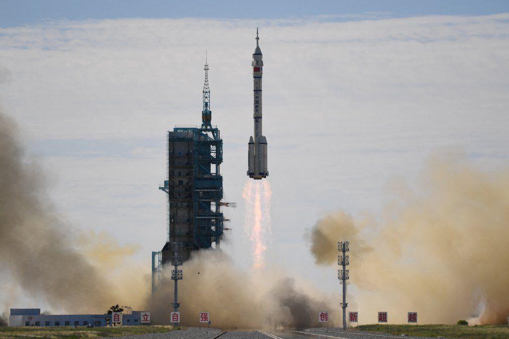 Un cohete portador Long March-2F