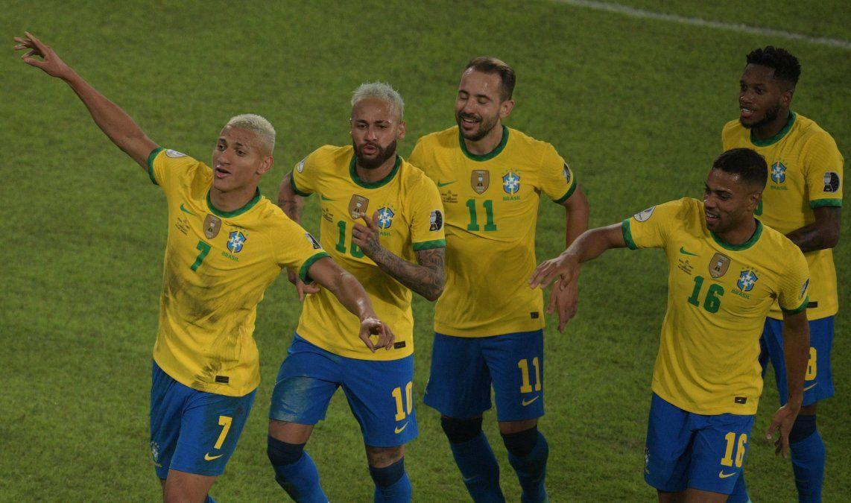 Con Neymar inspiradísimo, Brasil clasifica a cuartos de Copa América al golear 4-0 a Perú