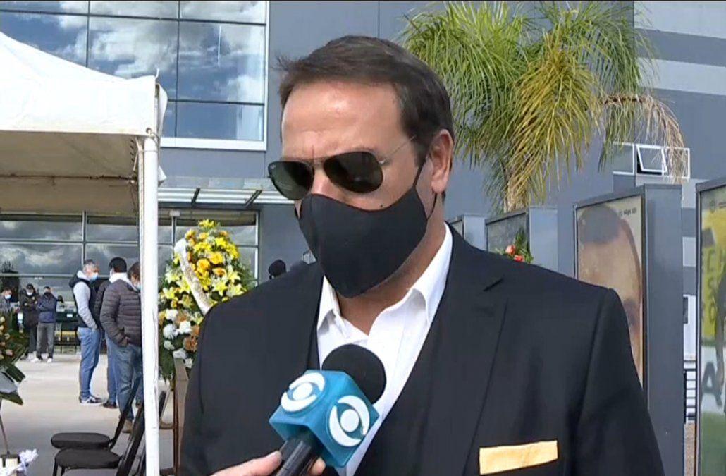 Ignacio Ruglio en el velatorio de Robert Lima: el Bola era Peñarol