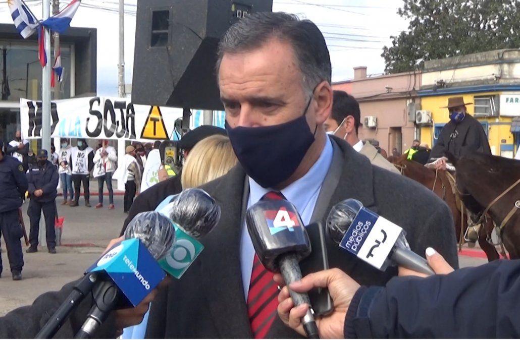 Yamandú Orsi dio por cerrado el tema Cardoso pese a que el FA pide la renuncia del ministro