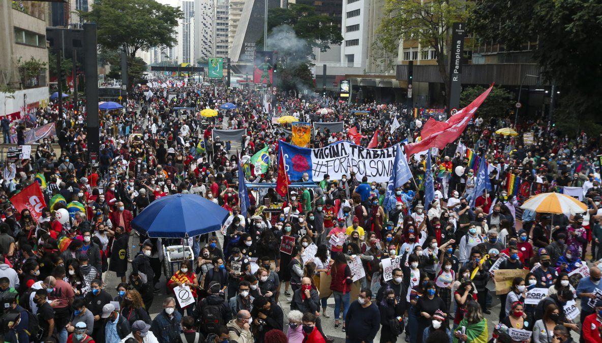 Brasileños se lanzan a las calles para protestar contra Bolsonaro