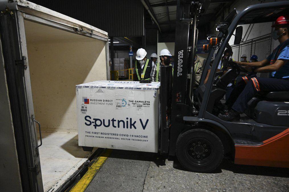 La vacuna rusa Sputnik V protege contra todas las variantes del covid, dice su creador
