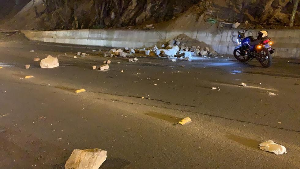 Desde los acantilados de la Costa Verde de Lima cayeron piedras por el sismo. Diario El Comercio