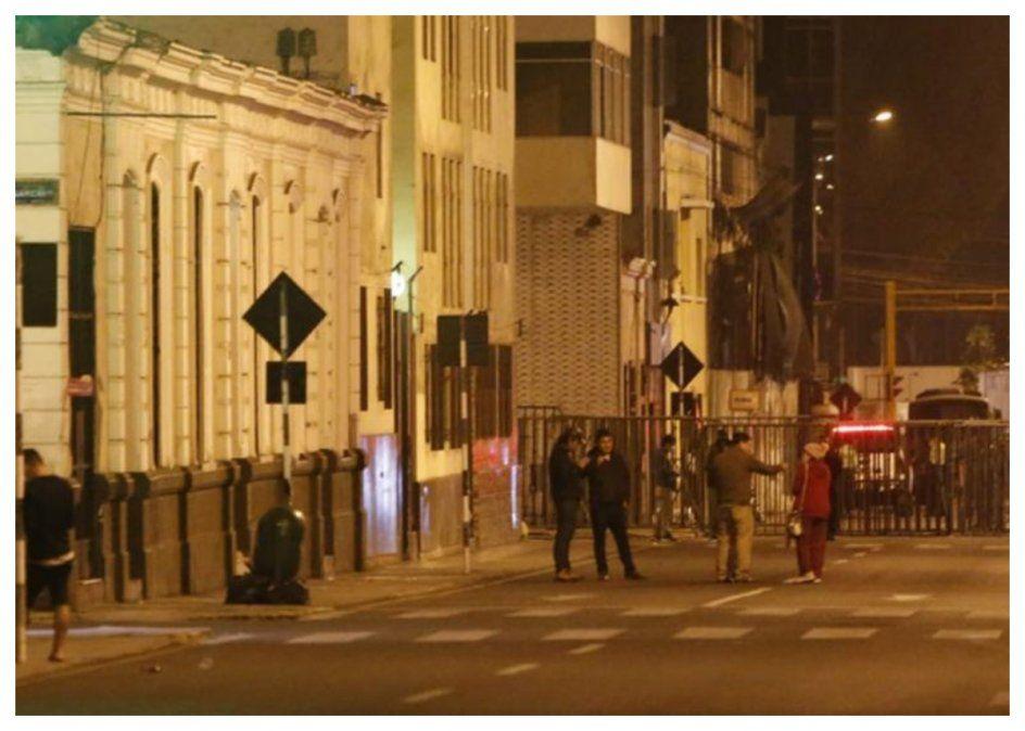 Anoche en Lima la gente salió a la calle tras el movimiento telúrico. Perú se ubica en la zona denominada Cinturón de Fuego del Pacífico