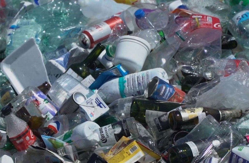 Intendencia de Montevideo entregó nuevos bolsones para reciclaje en cooperativas de viviendas