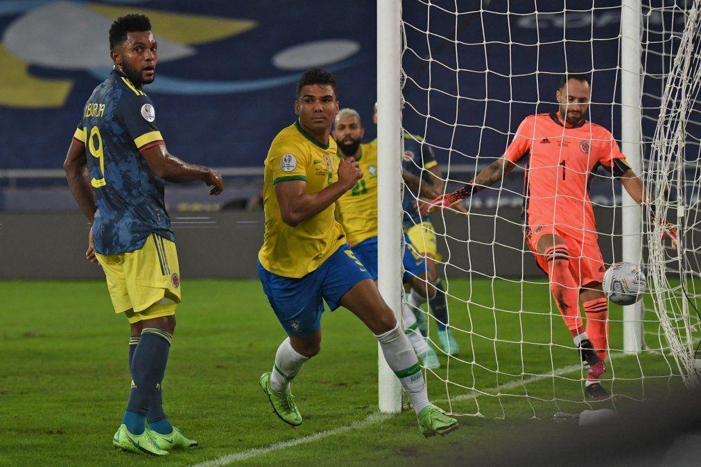 Casemiro festeja su gol ante el arquero colombiano Ospina