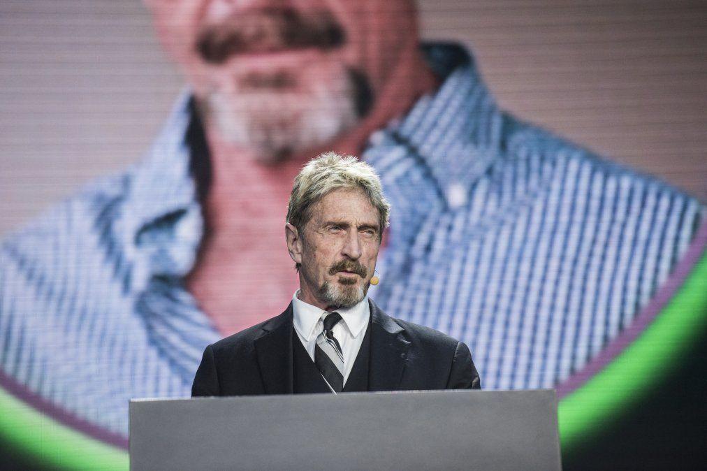 McAfee en una presentación empresarial en 2016