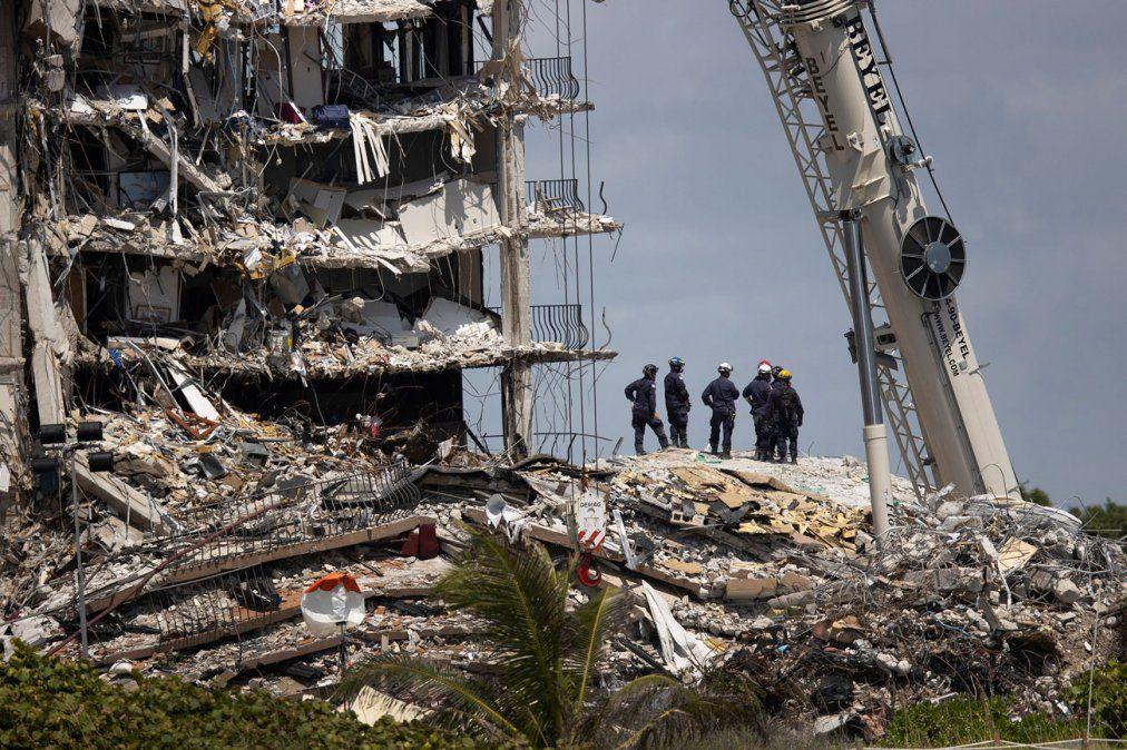 Sube a 9 los fallecidos por el colapso de edificio en Miami