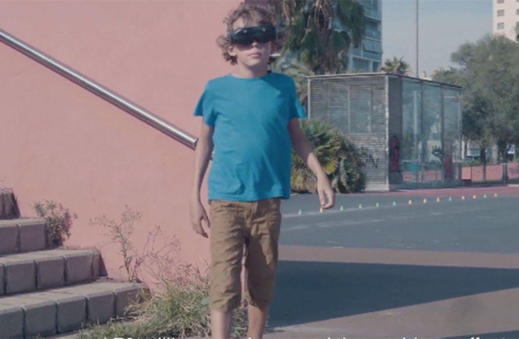 Padres españoles crean lentes de alta tecnología para que su hijo pueda ver