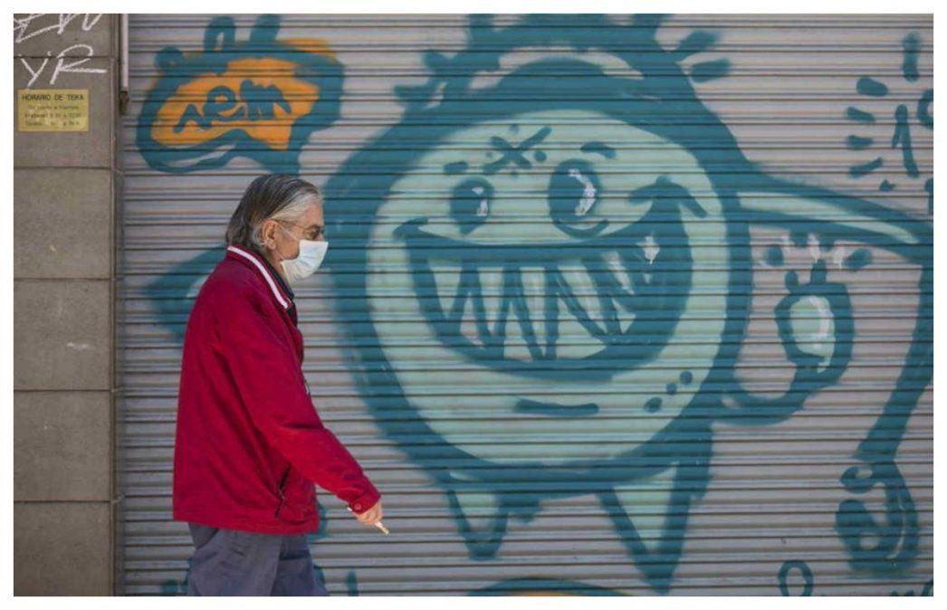 La amenaza del coronavirus se expresa en las paredes de Zaragoza