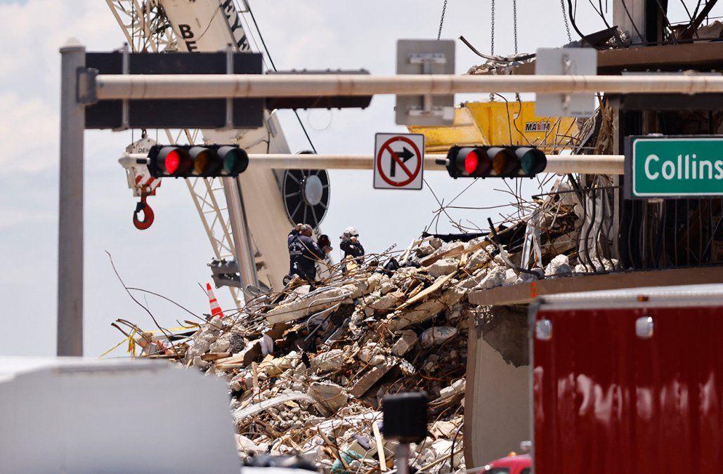 Recuperan el cuerpo de la hija de 7 años de uno de los rescatistas en el derrumbe de Miami